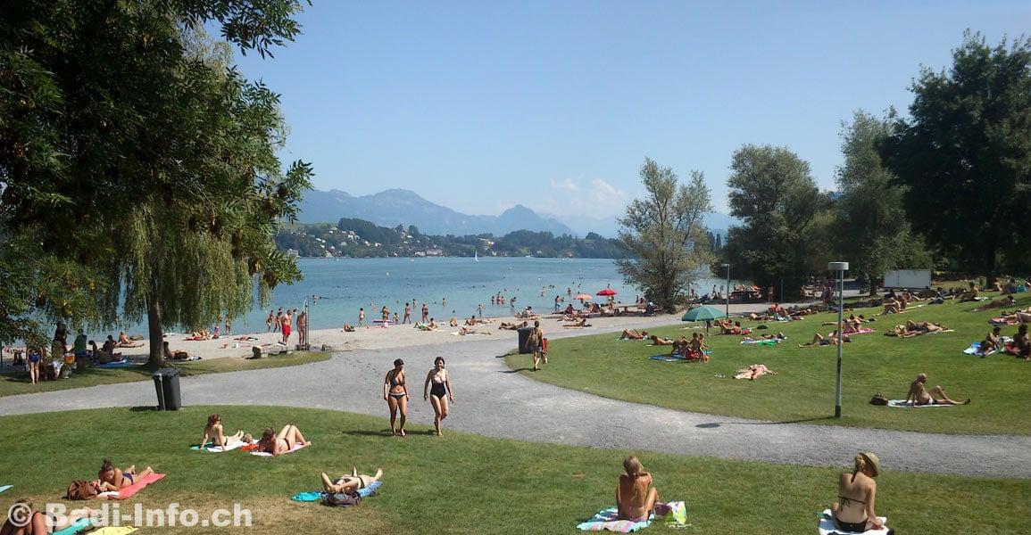 Die Parkanlage «Ufschütti» mit ihrem Sandstrand ist ebenfalls ein beliebter Badeort.