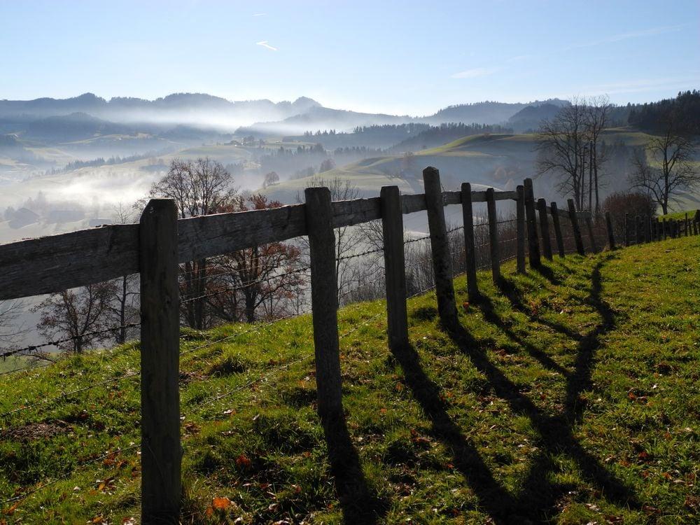 Vom Heubärg-Chappeli oberhalb von Luthern überblickt man das Napfgebiet. (© Judith Rickenbach)