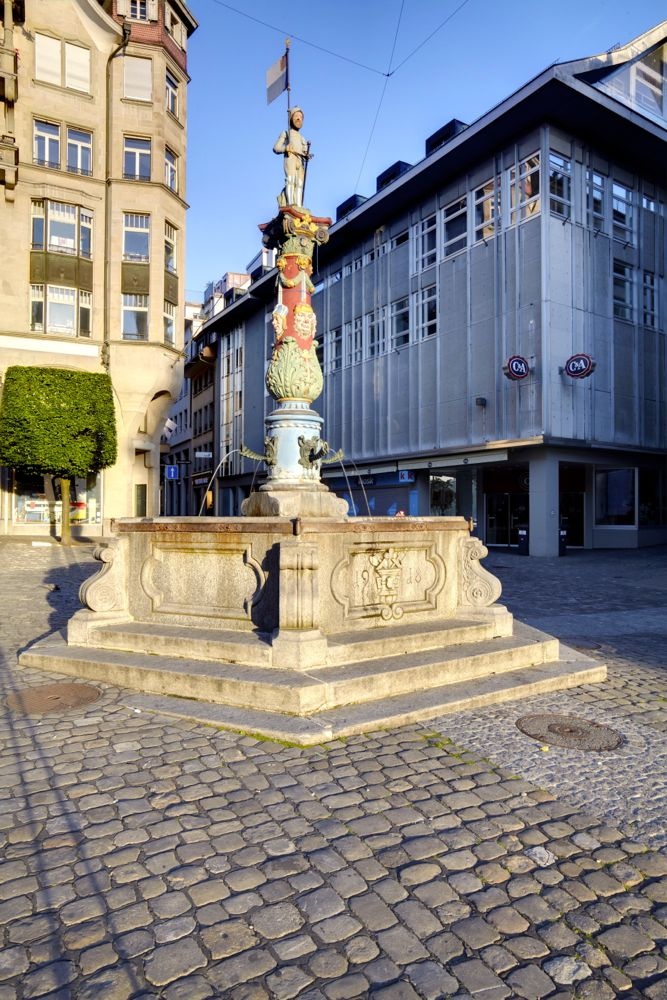 Der Fritischibrunnen am Kapellplatz.