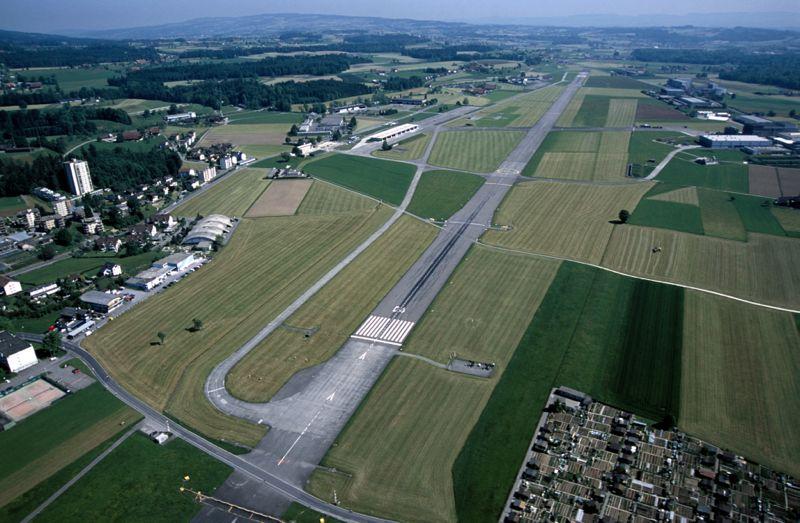 Der Flugplatz Emmen aus der Vogelperspektive. (Bild: Emanuel Ammon/AURA)