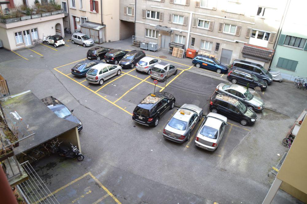 Innenhof oder Parkplatz-Anlage? Beispiel zwischen der Obergrund- und Birkenstrasse.