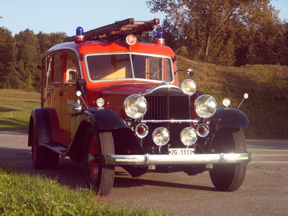 Eine würdige Autonummer für einen würdigen Feuerwehr-Oldtimer. Der «Packard» aus dem Jahre 1932 gehört der Feuerwehr Baar.