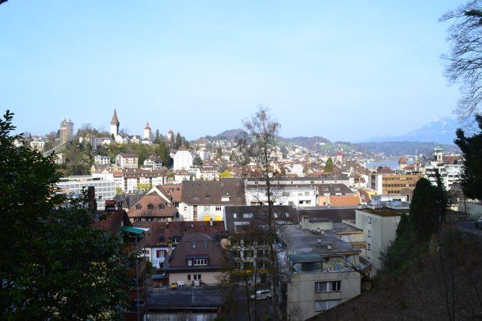 Das Schloss Schönegg geht neben der Diskussion um den Gütsch vergessen, obwohl man hier diese Aussicht geniessen kann.
