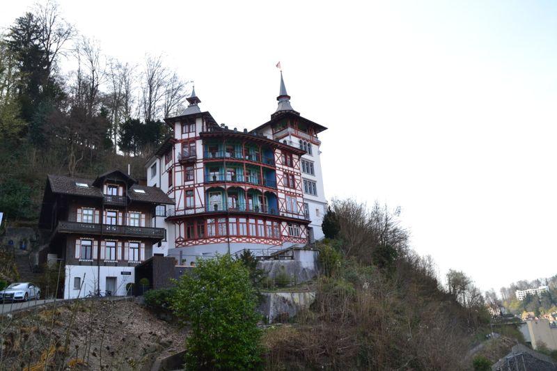 Das Schloss Schönegg ist ein Firmensitz und deshalb nicht öffentlich zugänglich.