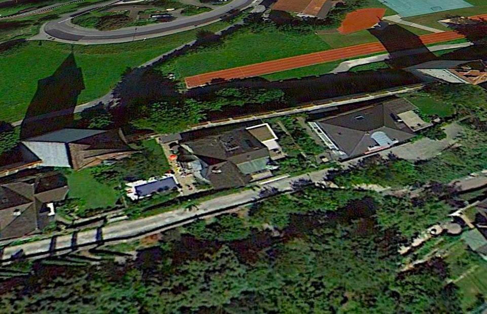 Der Luegislandturm wacht über den Pool an der Museggmauer. (google earth)