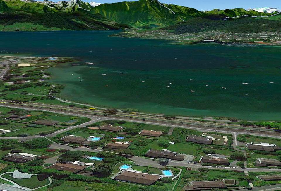 Hier haben die Bewohner gleich drei Möglichkeiten: Der Pool links, der Pool rechts oder der Vierwaldstättersee stehen zur Verfügung. (google earth)