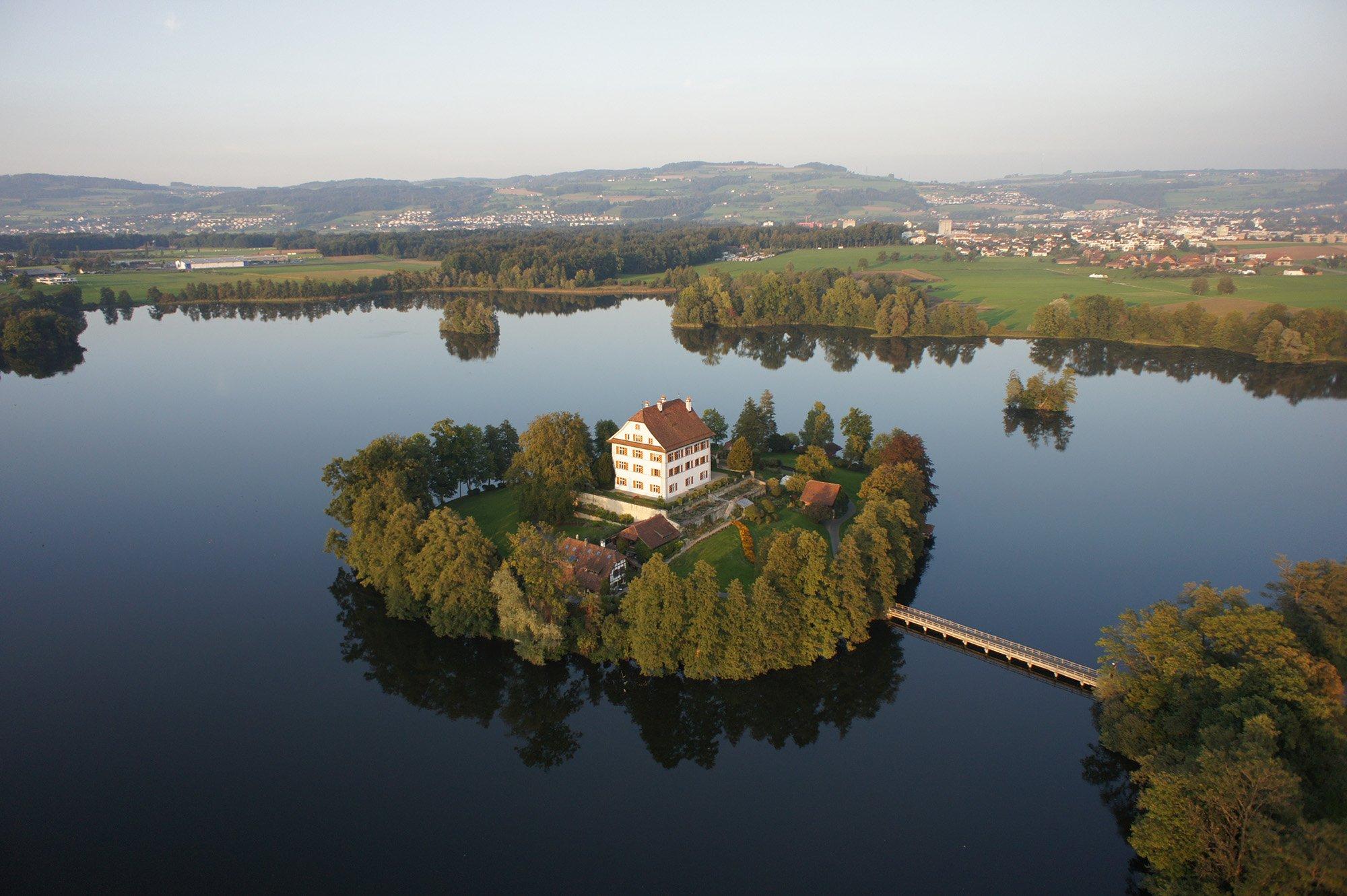 Das Schloss Mauensee muss sich bei Kriegszeiten nur die Zufahrtsstrasse blockieren. (Emanuel Ammon/AURA Fotoagentur)