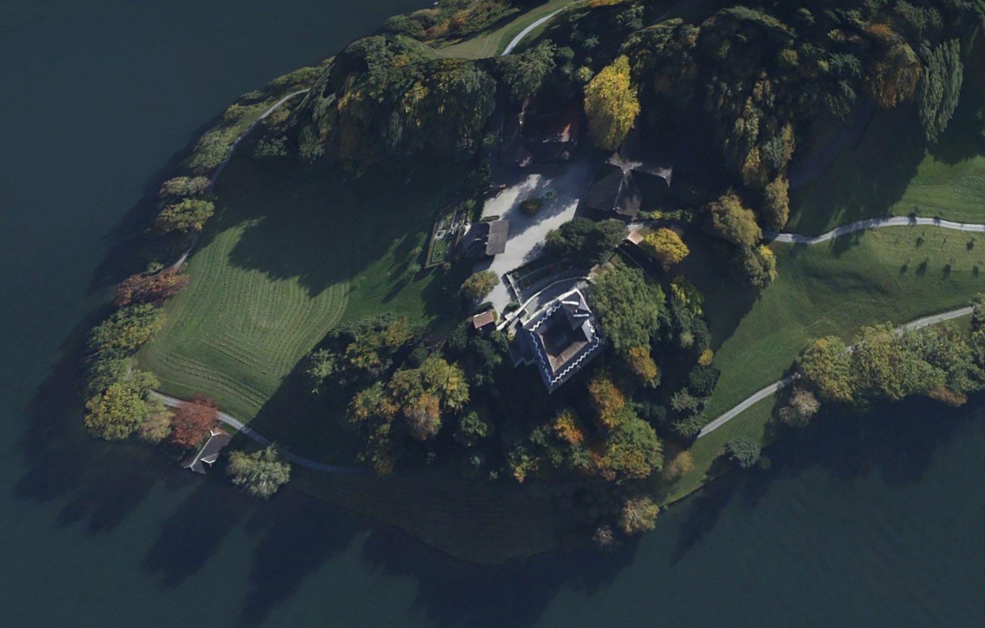 Das alte Schloss in Buonas bei Risch gehört Roche. (google maps)