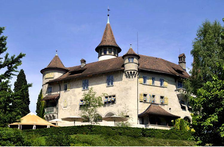 Das Schloss St. Andreas gleich neben dem Bootshafen in Cham. (Bild: zvg)
