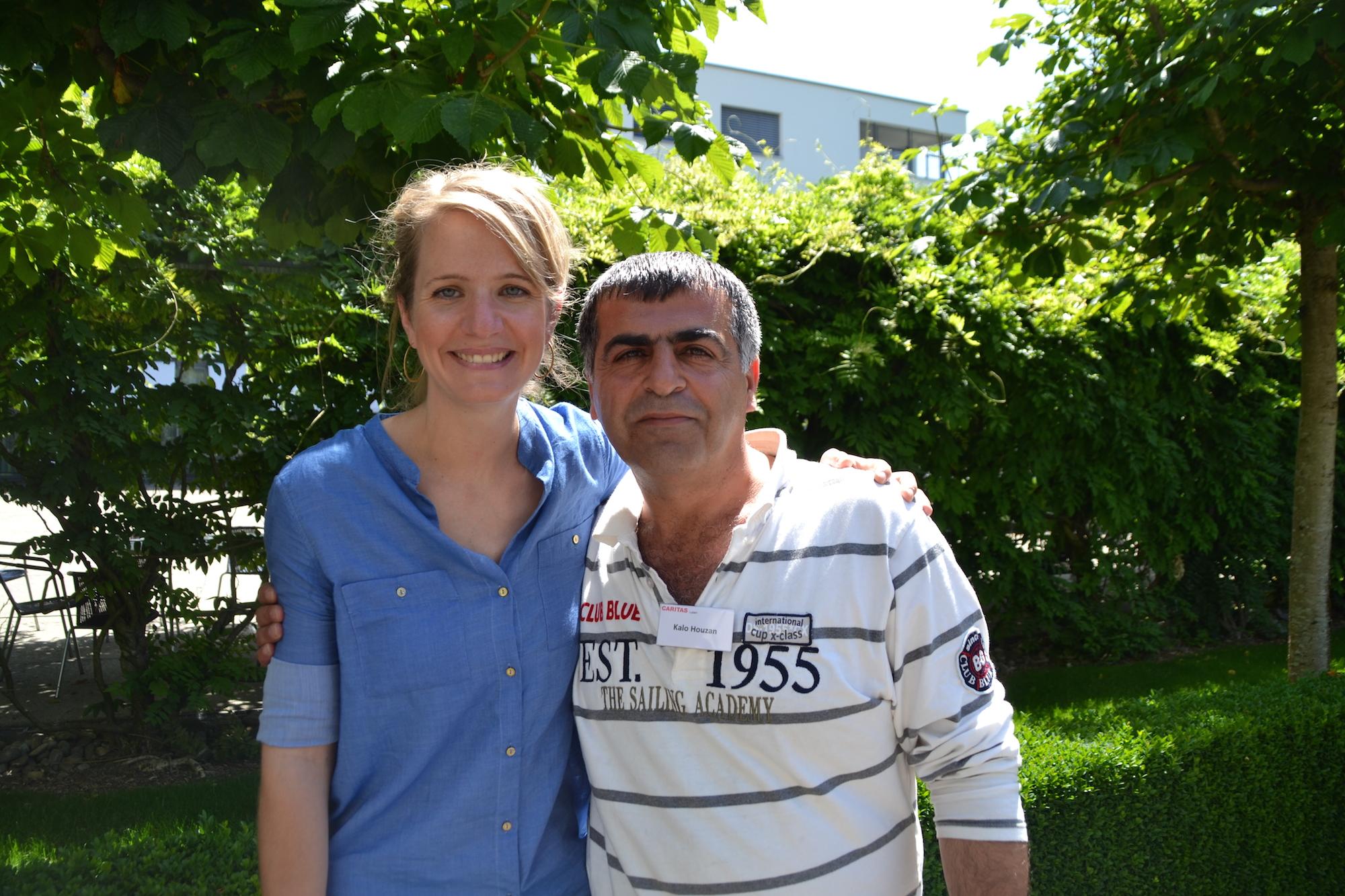 Zentrumsleiterin Martina Gerber mit Bewohner Kalo Houzan