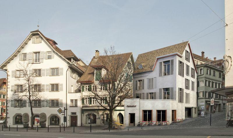 Eine der mit dem Landverkauf zu finanzierenden Investitionen: Das Haus am Kolinplatz 21 soll mit dem Bistro «Gartenhof» neues Leben ins Quartier bringen. Im Wohnteil oberhalb des Cafés könnten künftig 11 Studierende ein Zuhause haben.