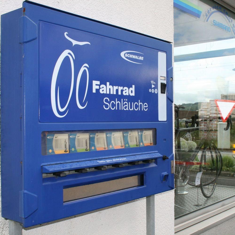 Mit diesem Automat ist der sonntägliche Velo-Ausflug gerettet.