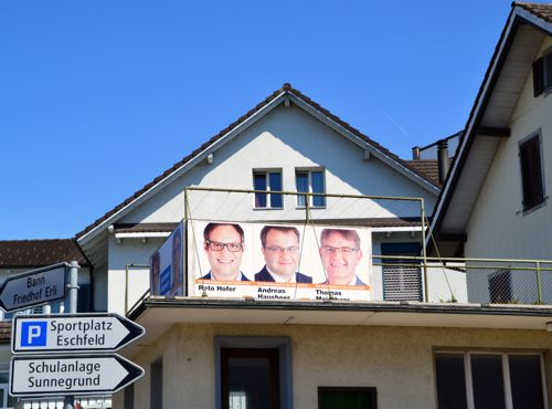 Eine unauffällige Erscheinung - CVP-Plakate in Steinhausen