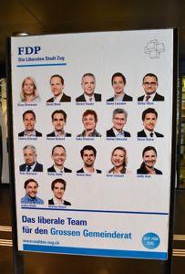 Viel Information auf wenig Platz. FDP-Plakat am Bahnhof Zug.