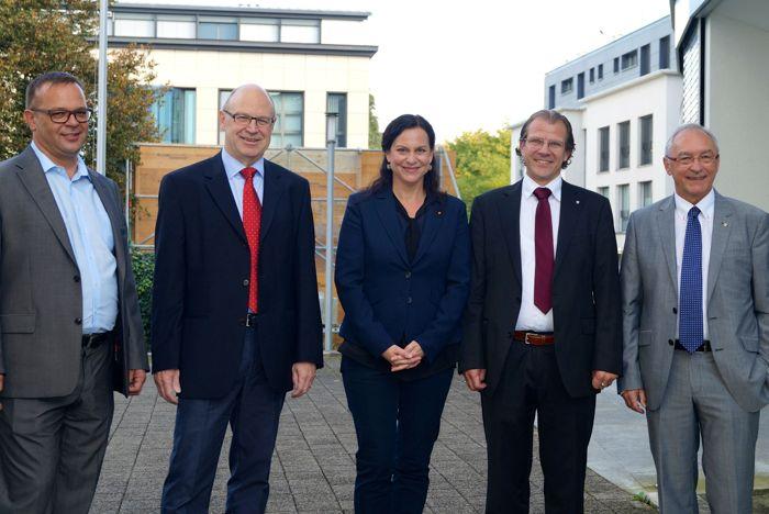 Der neue Chamer Gemeinderat. Beat Schilter, Rolf Ineichen, Christine Blättler-Müller, Georges Helfenstein, Markus Baumann