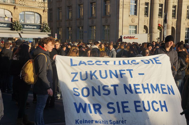 Bei der Demonstration im letzten Jahr protestierten die Jugendlichen gegen die Sparpolitik des Kantons Luzern. (Bild: Redaktion zentral+)