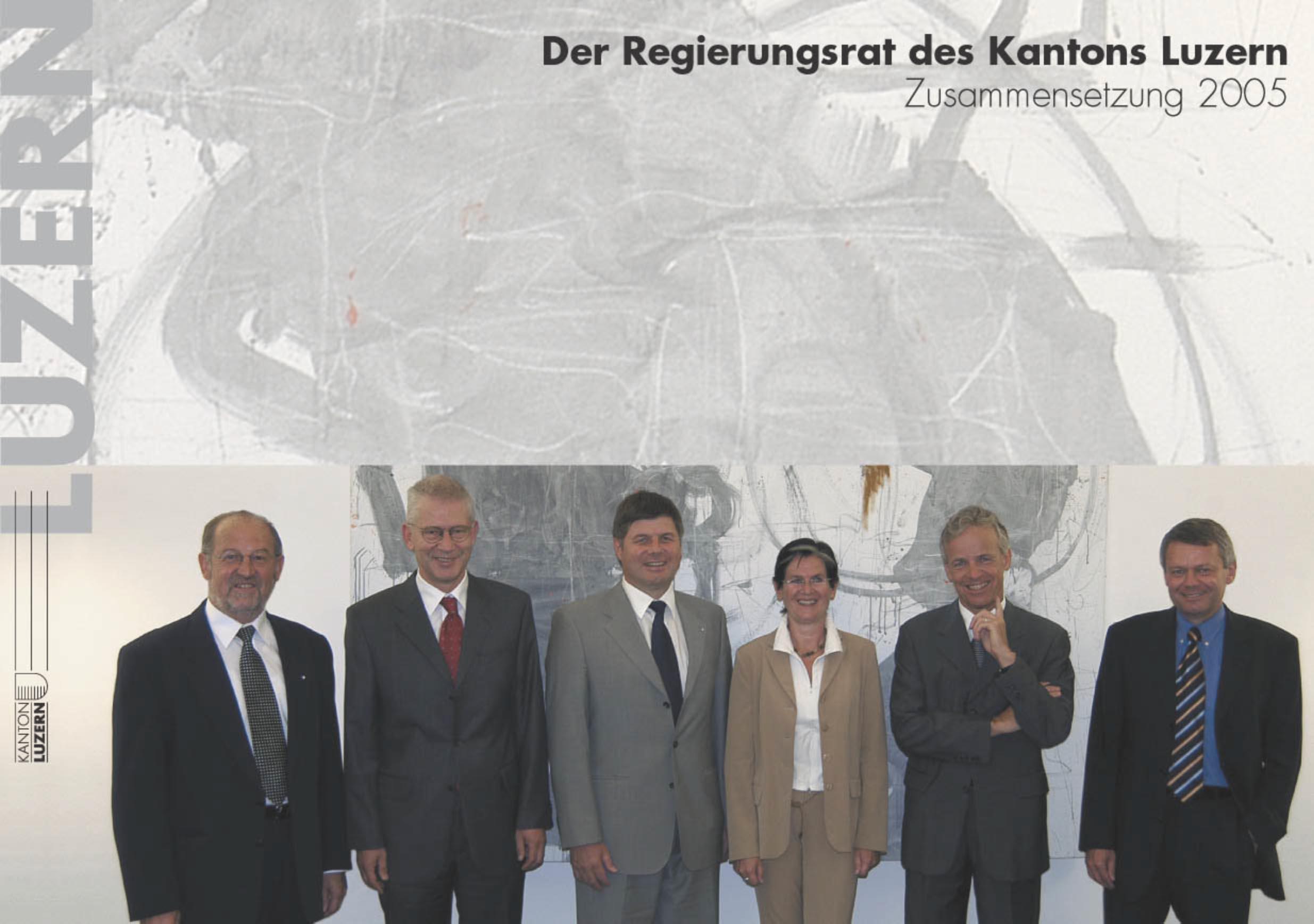 Das Foto 2004/2005: (v.l.) Anton Schwingruber (CVP), Kurt Meyer (CVP, Schultheiss), Markus Dürr (CVP), Yvonne Schärli (SP), Max Pfister (FDP, Statthalter) und rechts Staatsschreiber Viktor Baumeler.