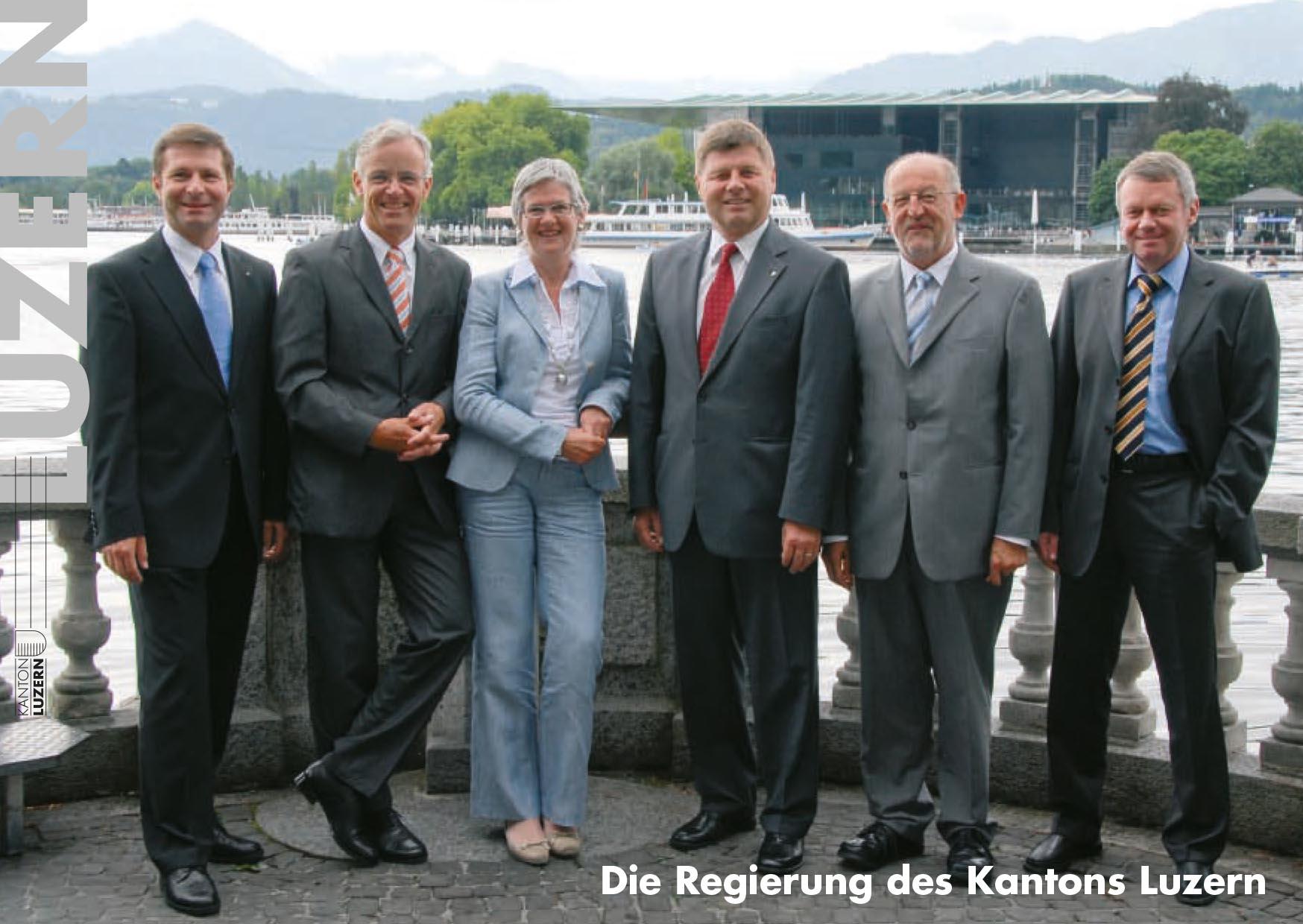 Das Foto 2007/2008: (v.l.) Marcel Schwerzmann (parteilos), Max Pfister (FDP), Yvonne Schärli-Gerig (SP), Markus Dürr (CVP), Anton Schwingruber (CVP), rechts Staatsschreiber Viktor Baumeler.