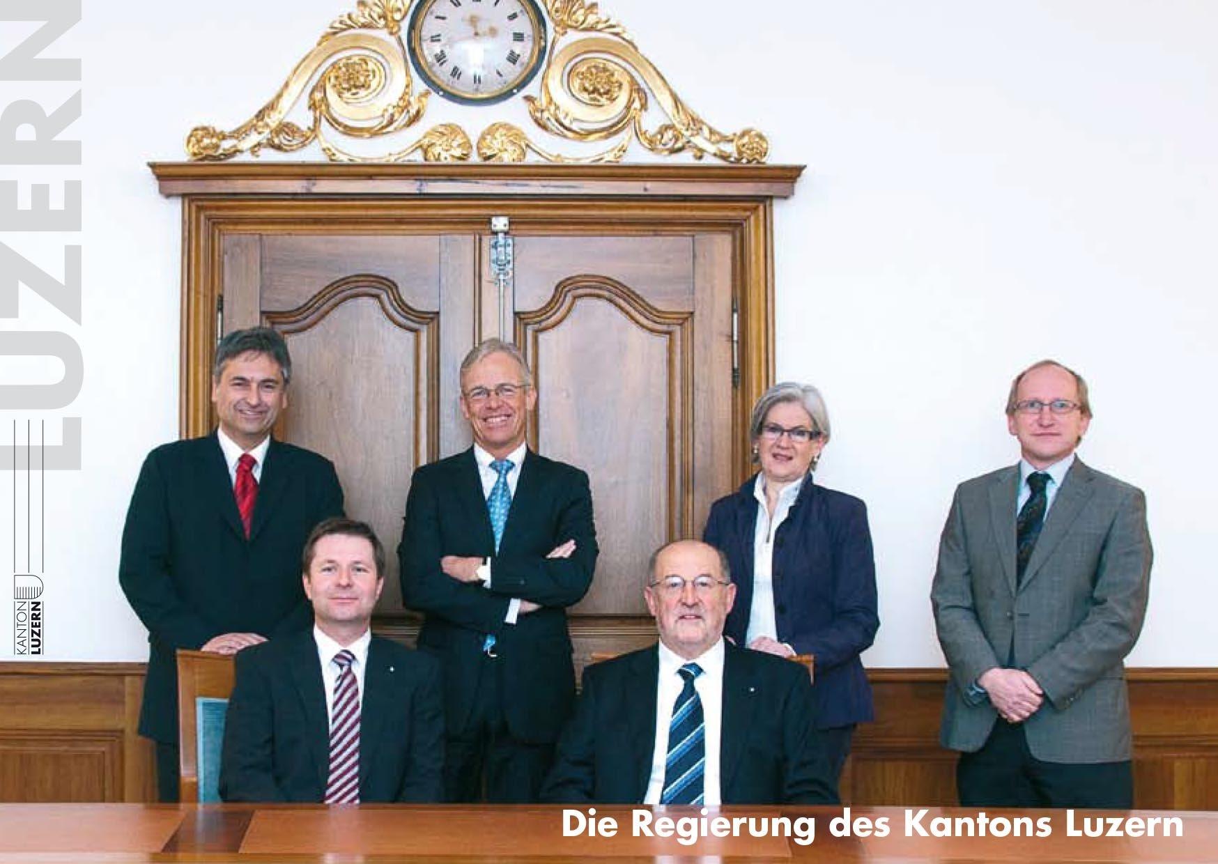 Das Foto 2010: (v.l.) Guido Graf (SVP), Marcel Schwerzmann (parteilos), Max Pfister (FDP), Anton Schwingruber (CVP), Yvonne Schärli-Gerig (SP).  Dazu kommt (diesmal wieder rechts stehend!) Staatsschreiber Markus Hodel.