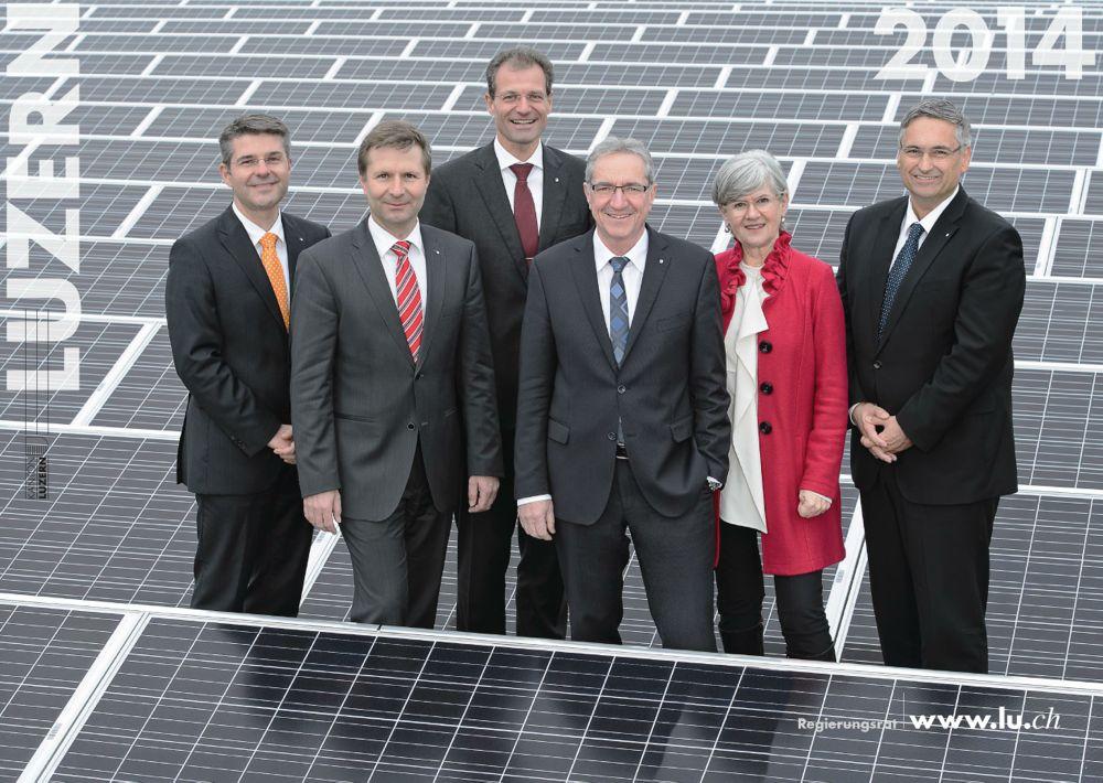Das Foto 2014: Links Staatsschreiber Lukas Gersch. Die Regierung: Marcel Schwerzmann (pl), Reto Wyss (CVP), Robert Küng (FDP), Yvonne Schärli-Gerig (SP) und Guido Graf (CVP).
