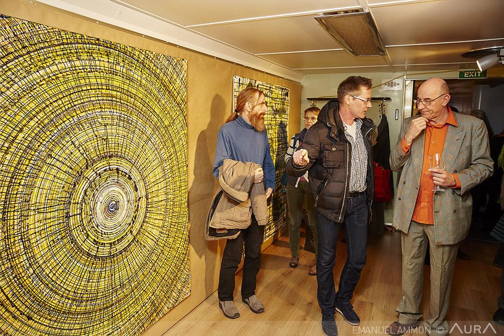 Die Ausstellung Kunstaheu von Pius Felder (rechts).