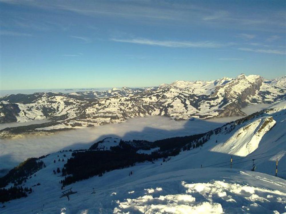 Ein winterliches Nebelmeer wurde von Pascal Schäpper eingesendet.