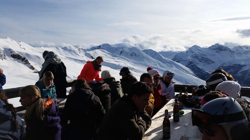 Tanja Schäpper hat uns ein Bild von ihrem Skiabenteuer in den Bergen zugesendet.