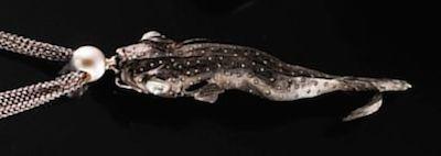 Ein urzeitliches Tier aus der Serie «Poseidon» des Zuger Goldschmieds André Schweiger, 2011. (Bild Museum Burg Zug)