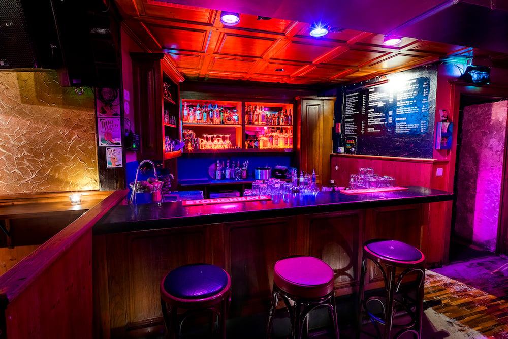 Die Bar im Klub Kegelbahn hier unverraucht