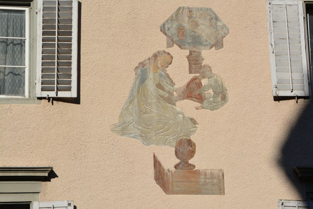 Am Nachbarhaus seines Wohnorts in Luzern bemalte Erni 1935 die Fassade.