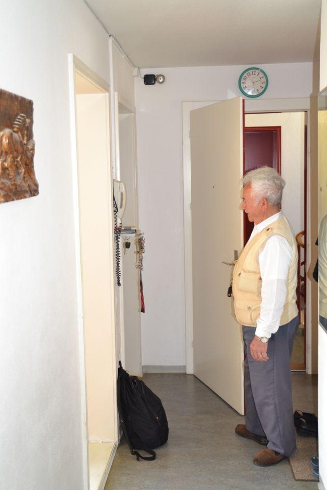 Giovanni Bollettieri bittet den Journi herein. «Es ist halt eine Wohnung für arme Leute», sagt der ehemalige Arbeiter.