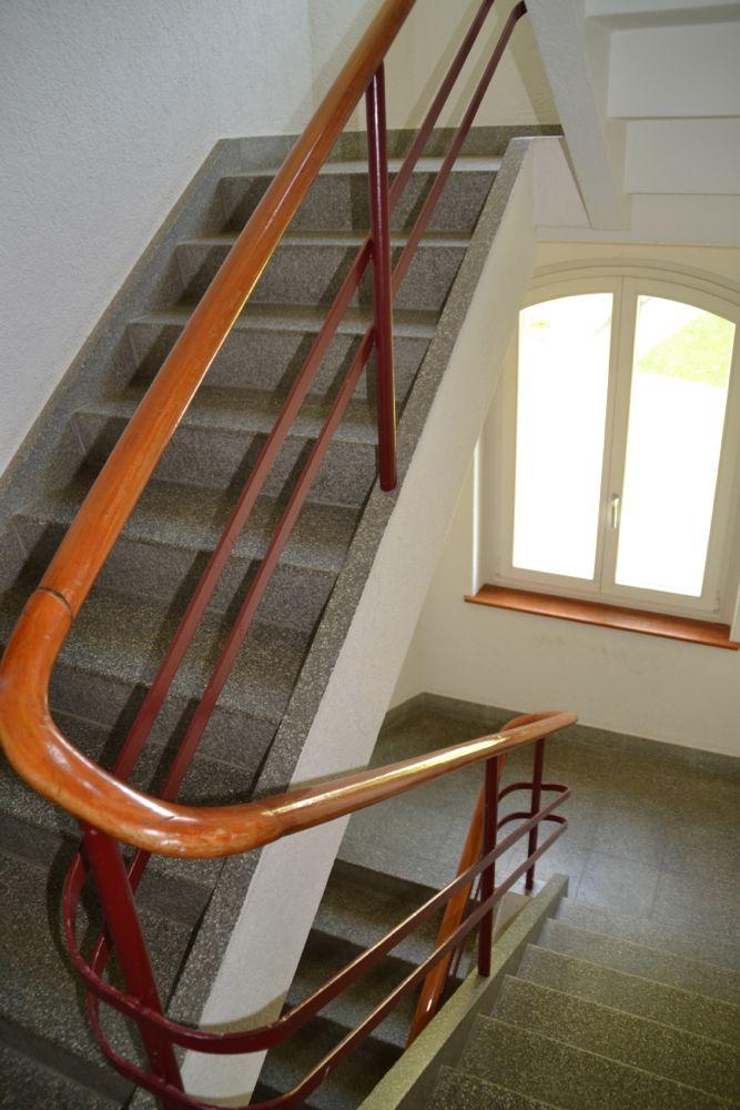 Im Treppenhaus eines Hauses.