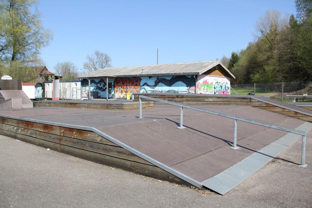 Das Crazy House in Ruopigen inklusive Skatepark.