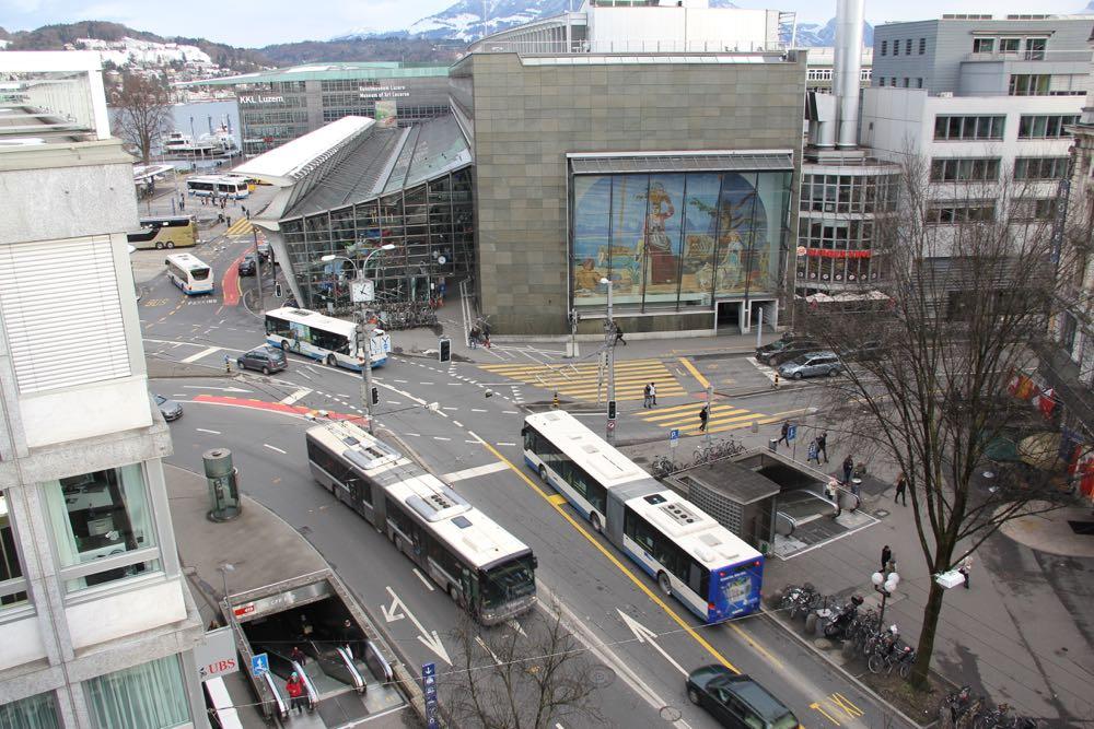 Auf dieser Kreuzung dürfen Autofahrer, die vom Pilatusplatz her kommen, nicht mehr geradeaus zum KKL fahren.