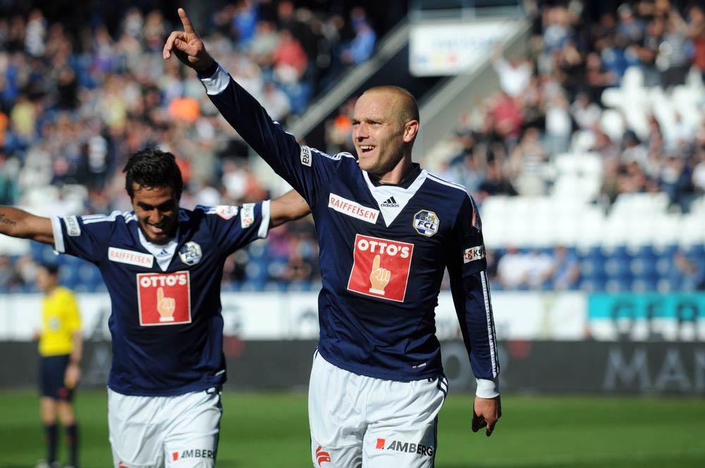 Marco Schneuwly ist als Goalgetter für die Luzerner äusserst wichtig. Im Hintergrund freut sich Dario Lezcano (Bild: Dominik Stegemann).