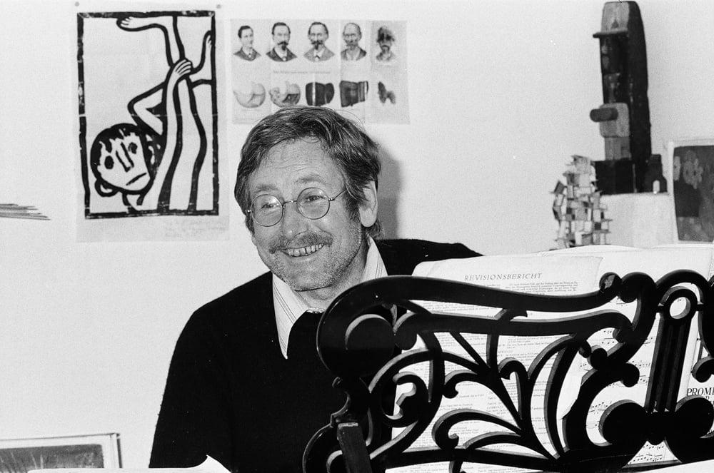 Hans Schärer in seinem Atelier in St. Niklausen