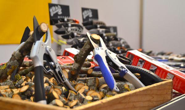 Die Firma Rowi AG hat sich auf Messer und Gartenscheren spezialisiert.