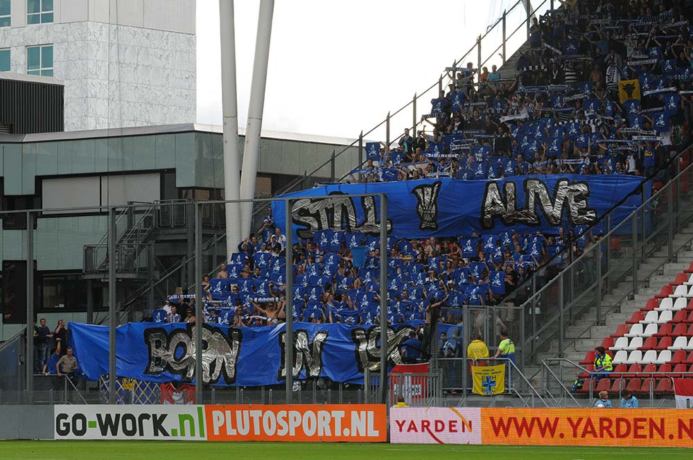 Juli 2010: Hunderte FCL-Fans reisen nach Utrecht in Holland und feuern ihre Mannschaft an. Allerdings vergebens, der FCL verliert 1:0. Das Heimspiel eine Woche später geht dann gleich mit 1:3 in die Hose (Bild: Dominik Stegemann).