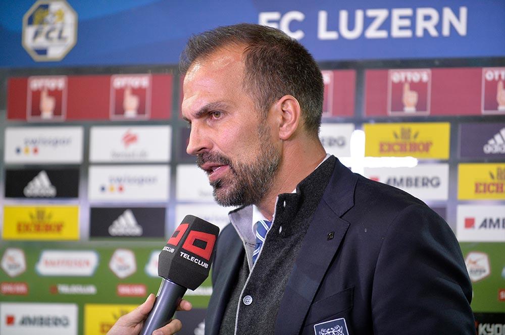 Trainer Markus Babbel hat hervorragende Arbeit geleistet und kann entsprechend gelassen Interviews geben (Bild: Dominik Stegemann).