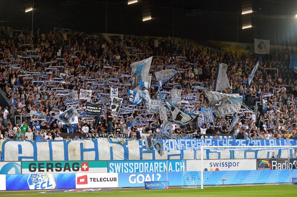 Über 11'000 Fans spornten am Freitagabend den FCL gegen Sion an. Es war die wohl besten Stimmung in der Swissporarena in der abgelaufenen Saison (Bild: Dominik Stegemann).