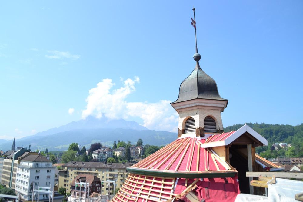 Schöne Aussicht: Blick von der Dachterrasse auf den Pilatus.