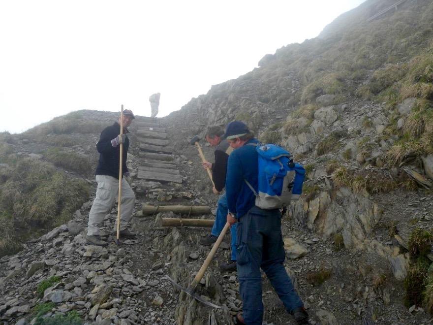Die Wanderwege am Pilatus führen teilweise über Geröll und sind nur etwas für geübte Berggänger (Foto: zvg).