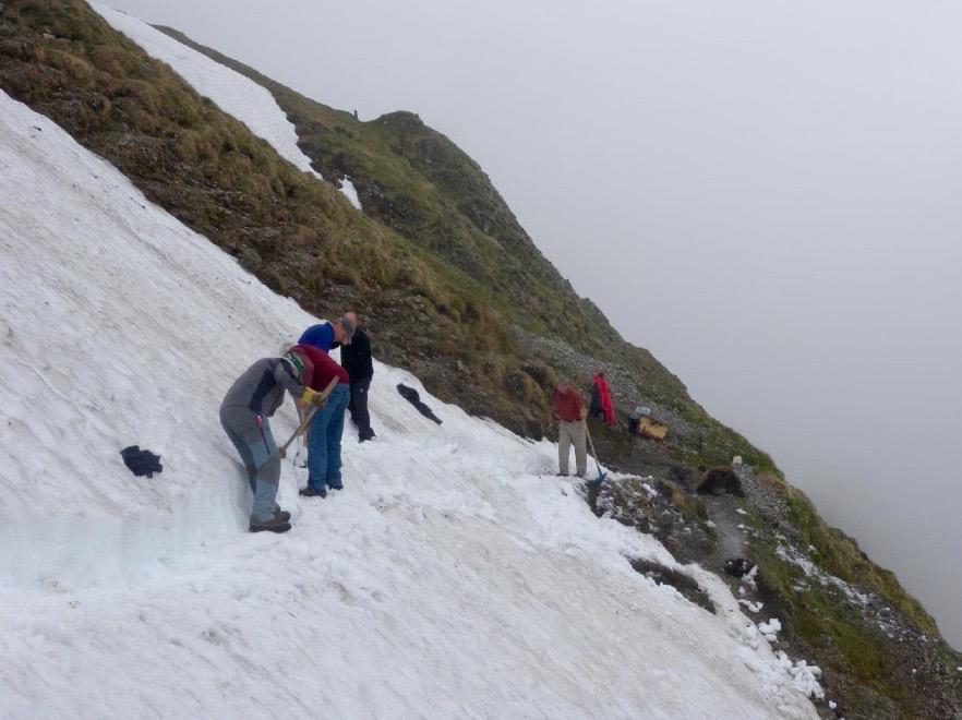 Auch Schnee kann den Freiwilligen nichts anhaben (Foto: zvg).