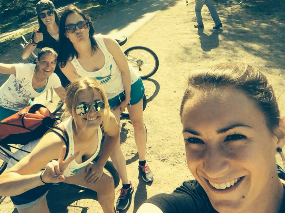 «Wir erleben viel Lustiges zusammen», so Nicole Remund, hier rechts im Bild (Bild: Nicole Remund via facebook).