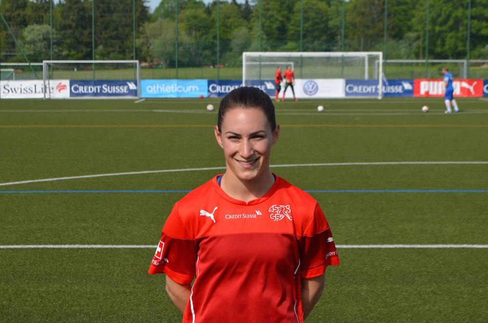 Die 25-Jährige Nicole Remund aus Steinhausen lebt ihren Traum: Sie ist an der Frauenfussball-WM teil der Schweizer Nati und steht vor dem grössten Spiel ihrer Karriere gegen Gastgeber Kanada (Foto: sfv).