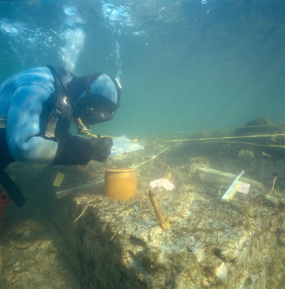 Die Ausgrabungen in Cham-Eslen mussten Unterwasser durchgeführt werden. Während der Pfahlbauzeit handelte es sich um eine Insel.