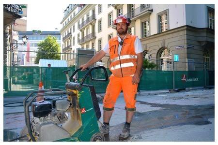 Der Polier Ralph Koch arbeitet an der Morgartenstrasse –er weiss, dass Schwitzen derzeit sehr wichtig ist.