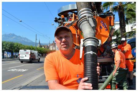 Harte Arbeit muss der Kanalarbeiter Markus Furrer verrichten, egal, ob es heiss oder kalt ist.