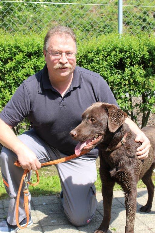Roland Kohler, Chef-Tierpfleger, liegt das Wohl der Tiere sehr am Herzen (Bild: zvg).