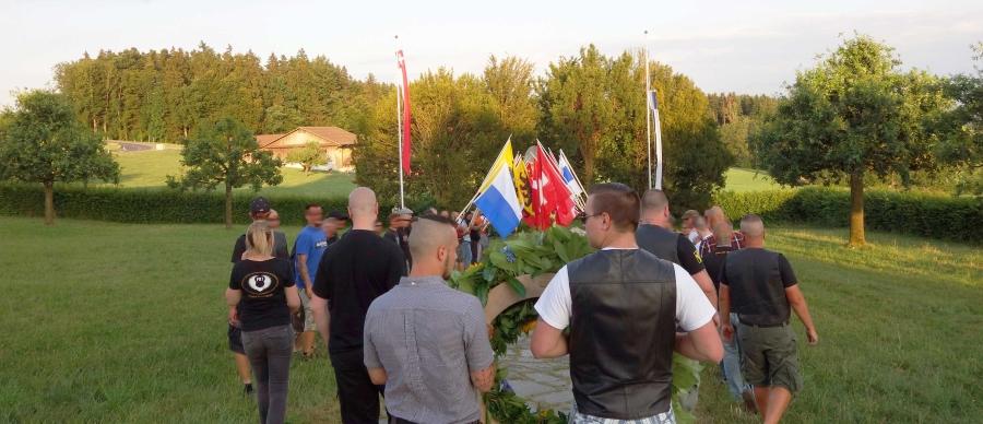 Bild vom Aufmarsch der Rechtsradikalen diesen Samstag in Sempach.